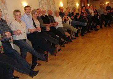Ryste sammen-dans: sjove, nemme kredsdanse – Her kan ALLE være med!
